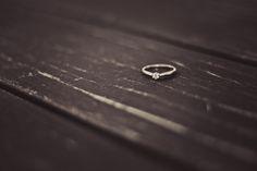 Saiba como fazer uma festa de noivado simples, e consequentemente economizar um…