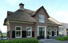 Pretty Dutch House, Stucco Homes, Belgian Style, Thatched Roof, Mansions Homes, Holland, House Roof, Home Builders, Beautiful Homes
