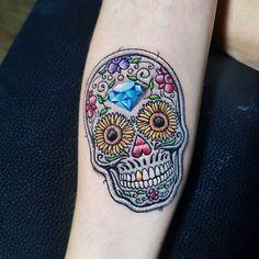 Patch Tattoo: As tatuagens bordadas são sucesso! – Tattoo2me Magazine Boy Tattoos, Skull Tattoos, Tattoos For Guys, Sleeve Tattoos, Calaveras Mexicanas Tattoo, Becoming A Tattoo Artist, Embroidery Tattoo, Tattoo Spirit, Ink Master