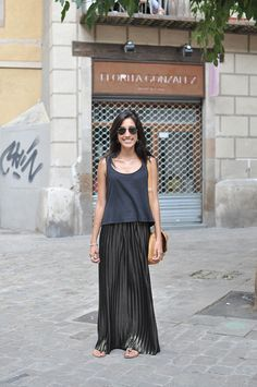 Mabe is wearing a Bershka skirt, a Topshop top and Ray-Ban sunglasses.