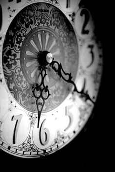 Wall Clock: an inspiring piece of art #wallclock #clock #antique #art