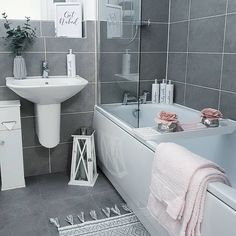 Hottest Pics Bathroom Makeover grey Ideas In relation to your secondhand benefit of a residence, improving your bathroom might just be one of Small Grey Bathrooms, Dream Bathrooms, Appartement New York, Casa Clean, Bathroom Interior Design, Grey Bathroom Decor, Bathroom Ideas, Bathroom Storage, Bathroom Inspiration