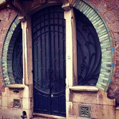 Rue Bassompierre  à Nancy PARCOURS 2  Autour du Cimetière de Préville - les visites de Lucie - visites guidées à Nancy - visiter Nancy à pied - tourisme - balades pédestres - art nouveau - école de nancy - architectures - maisons - villas - visite privée