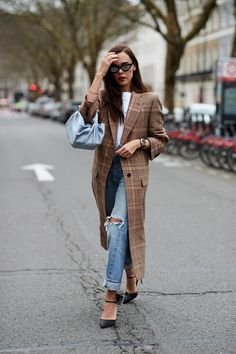 See the looks that caught our attention, and stay tuned for more of London Fashion Week's top street style moments. London Fashion Weeks, Top Street Style, Autumn Street Style, Street Styles, Street Chic, London Stil, Printemps Street Style, Marine Look, Inspiration Mode