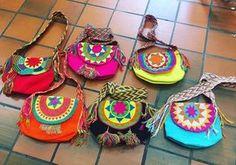 Nuevos modelos! .... ❗️❗️Ventas únicamente a por mayor Para más información por mensaje interno ✉️ o facebook Arteco#mochilaswayuu #wayuulovers #wayúu #argentina #buenosaires #artesania #wayuustyle Felt Sheets, Chart Design, Boho Bags, Crochet Crop Top, Craft Bags, Tapestry Crochet, Crochet Purses, Bead Art, Handmade Bags