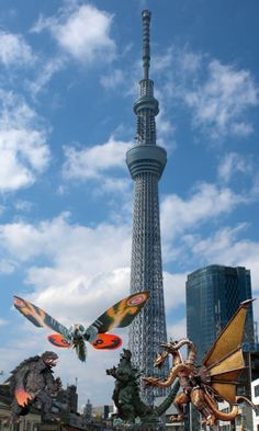 スカイツリーがいかに大きいか。。  Do you know how big the skytree is?  This is a picture that Tokyo Skytree comparing to Gozilla and Mosura.