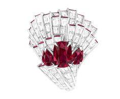 Bague Corolle Soir Rubis Archi Dior http://www.vogue.fr/joaillerie/a-voir/diaporama/les-parures-haute-joaillerie-de-la-biennale-des-antiquaires-2014/20234#!bague-corolle-soir-rubis-archi-dior