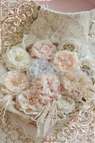 Shabby and pretty! Shabby Chic Flowers, Shabby Chic Crafts, Shabby Chic Cottage, Vintage Crafts, Vintage Shabby Chic, Shabby Chic Style, Handmade Flowers, Diy Flowers, Fabric Flowers