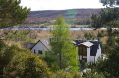 Ceol Mor Bed and Breakfast Lairg Offering a sun terrace and views of the garden and surrounding landscape, Ceol Mor Bed and Breakfast is located near the Falls of Shin, close to Lairg in the Highlands Region, 43 km from Ullapool.
