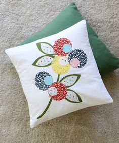There is another cheesy period waiting for me. The subject is health, now it will tell you a long time . Hand Applique, Hand Embroidery Patterns, Applique Patterns, Applique Designs, Embroidery Applique, Flower Quilts, Fabric Flowers, Patch Quilt, Quilt Blocks