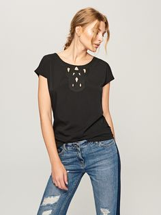http://www.reserved.com/pl/pl/woman/all-1/clothes/blouses/sr517-99x/t-shirt-with-embroidered-lace-neckline