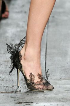 Lace pumps - Valentino Spring 2010 Who needs clothes if you have shoes like this? Pretty Shoes, Beautiful Shoes, Cute Shoes, Me Too Shoes, Beautiful Bags, High Heels Boots, Shoe Boots, Shoes Heels, Stiletto Shoes
