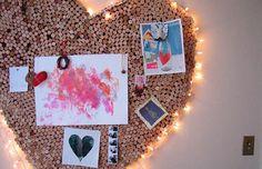 Mural de rolhas em formato de coração