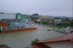 Enchente em Maricá na terça-feira (6) (Foto: Mônica                 da Conceição Rangel de Araujo/VC no G1)