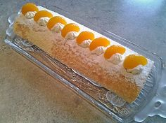 Mandarinen-Biskuitrolle - My list of simple and healthy recipes Hot Dog Recipes, Cake Recipes, Drink Recipes, Evening Meals, Dessert Bars, Food Items, Chocolate Recipes, Hot Dog Buns, Biscuits