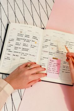6 Planner Hacks And Tricks You Need To Know - Career Girl Daily School Motivation, Study Motivation, Marca Personal, Personal Branding, Planner Tips, Level Up, How To Better Yourself, Girl Boss, Business Women