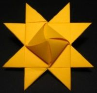 Star sun-see translation in desktop folder under ART Origami And Quilling, Quilling Paper Craft, Paper Crafts Origami, Diy Paper, Oragami, Christmas Mesh Wreaths, Christmas Origami, Christmas Crafts, Xmas