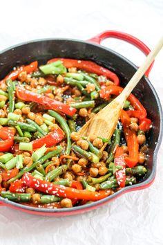 Healthy Sesame-Ginger Orange Chickpea Stir-Fry #healthy #stirfry #chickpea