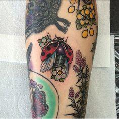 """Gefällt 351 Mal, 14 Kommentare - Aaron Dear (@adear_tattoo) auf Instagram: """"Tiny little ladybird added to @lilmisrocknrollx 's shin today #tattoo #tattoos #tattooist…"""""""
