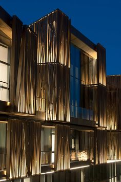 Selcuk Ecza HQ - / Tabanlıoğlu Architects. Exterior facade backighting