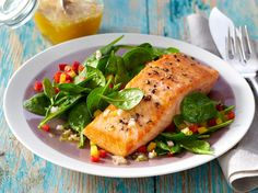 Unser beliebtes Rezept für Lachs auf Spinat-Salat und mehr als 55.000 weitere kostenlose Rezepte auf LECKER.de.