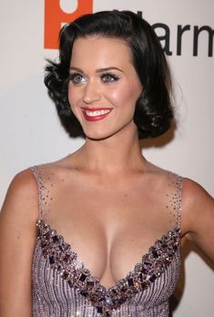 Katy Perry ( F. Perry) with a huge cleavage - Sexy Leg Cross Beautiful Celebrities, Beautiful Actresses, Gorgeous Women, Katy Perry Hot, Katy Perry Pictures, Vintage Hairstyles, Hair Looks, Celebs, Celebrity Outfits