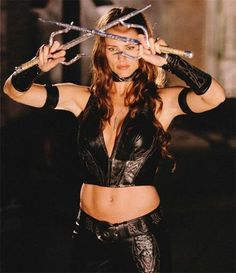 Jennifer Garner, thought it was awesome she used the same weapons in Alias once