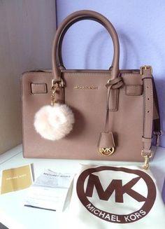 Kaufe meinen Artikel bei #Kleiderkreisel http://www.kleiderkreisel.de/damentaschen/handtaschen/143797058-michael-kors-dillon-dusty-rose-mit-fellbommel