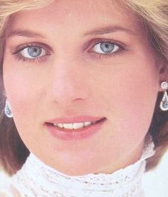 Princess Diana-How interesting to look so beautiful without tons of make-up...this is make up done right...to enhance, not to make a mask.