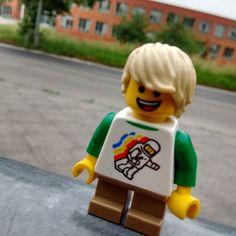 Waiting for the bus is boring. #legostagram #legoart #legogram #legophoto #legophotography #legopic #legopicture #lego #toyphoto #toyphotography #toyinstagram #toy #bricks #minifigure by rudbricks