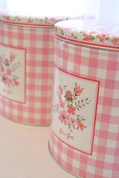 sweet tin storage - I have several beat up cans - maybe a clean up and decorating project needs to be done Tin Boxes, Rose Cottage, Shabby Chic Cottage, Cottage Style, Shabby Chic Kitchen, Shabby Chic Decor, Country Kitchen, Kitchen Canisters, Storage Canisters