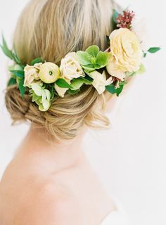 Floral Grace Kelly inspired hairstyle: http://www.stylemepretty.com/2016/10/20/a-grace-kelly-inspired-wedding-inspiration/ Photography: Kayla Barker - http://kaylabarker.com/