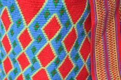 WAYUU BAG – Medium-Sized Mochila. Handwoven by a woman from the Wayuu Tribe. Red & Blue Path. www.colombiart.co