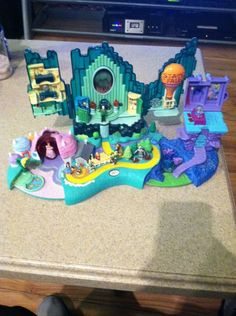 Polly Pocket Wizard of Oz 2001 Playset 9Figures Rare Find Low Price