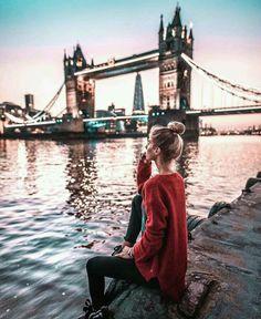 travel tip england London lights, England, UK. Travel Photography Tumblr, Photography Beach, London Photography, Photography Ideas, New Travel, London Travel, Travel Style, Travel Fashion, Work Fashion