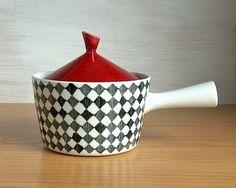 Rörstrand Red Top by Marianne Westman. Ceramic Tableware, Ceramic Pottery, Kitchenware, Kitsch, Swedish Design, Objet D'art, Ceramic Design, China Patterns, Mid Century Design