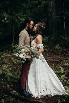 We are moved by how organic and raw this mountain elopement inspo is | Image by Michelle Lyerly  #elopementinspo #elopement #mountainwedding #forestwedding #bohowedding #bohemianwedding #rusticwedding #fallwedding #couple #cutecouple #coupleportrait #weddingdress #bridalstyle #bridalinspo #bridalinspiration #bride #groom #groomstyle #groominspo #groominspiration