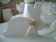 Hase,Osterhase aus Holz, weiß von rosa rot auf DaWanda.com