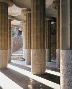 Modernism - Parc Güell (Gaudí)  - Phot Enric Duch - Barcelona, Catalonia. Columns Decor, Interior Columns, Lobby Interior, Architecture Details, Interior Architecture, Macau, Pillar Design, Interior Design Layout, Column Design