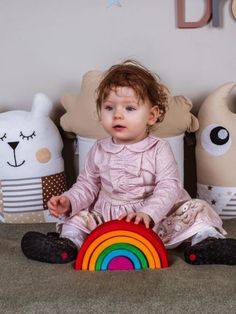 Curcubeu mic Montessori/Waldorf Categorie: Jocuri educative/montessori Unul dintre cele mai îndrăgite jocuri educative în educația montessori și nu doar. Formele simple și culorile aprinse stimulează imaginația copilului. Acesta le poate asambla sau dezasambla, studiindu-le pe rând. Veți observa că simplitatea… Montessori, Baby, Baby Humor, Infant, Babies, Babys