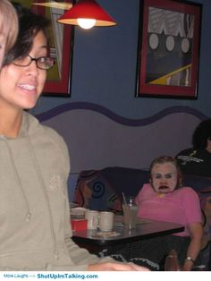 Is this even real?!! hahaha shutupimtalking.com has such awesome photobombs! LMFAO WTF!!