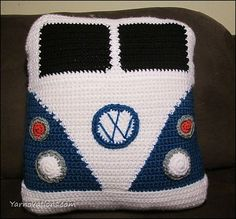 Ravelry: VW Van Pillow - free pattern by Yarn Twins, wow, kind. Thanks so for sharing xox