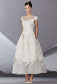 The newest Carolina Herrera wedding dresses have arrived! See what the latest Carolina Herrera bridal collection has to offer wedding dress shoppers. Wedding Robe, Tea Length Wedding Dress, Tea Length Dresses, Tulle Wedding, Wedding Mandap, Wedding Stage, Wedding Receptions, Garden Wedding, Wedding Dresses 2014
