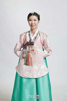 The KLPGA just published these awesome pix of many of their top players in lovely Korean hanbok (traditional clothing). Enjoy! In Gee Chun Jin Young Ko Yoon Kyung Heo Min Sun Kim 5