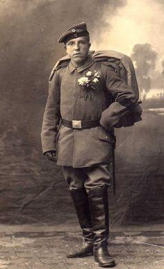 Foto I.Weltkrieg Soldat feldgrau mit Rucksack und Decken