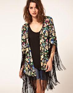 Kimono estampado con flecos de ASOS