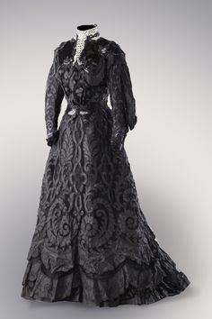 ephemeral-elegance: Cut Silk Half Mourning Dress with Sequin Appliques, ca. 1900s Fashion, Edwardian Fashion, Vintage Fashion, Steampunk Fashion, Gothic Fashion, Vintage Outfits, Vintage Gowns, Antique Clothing, Historical Clothing