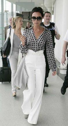 Victoria Beckham - Women´s Fashion Style Inspiration - Moda Feminina Estilo Inspiração - Look - Fashion Mode, Work Fashion, Womens Fashion, Fashion Trends, Fashion Clothes, Style Fashion, Fashion Finder, Clothes Women, Women's Clothes