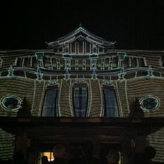 Turn an ordinary building into a fun house with projection mapping.