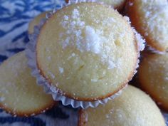 Bolos de Arroz - Mini Gluten Free - Lemon Rice Flour cupcakes! Portuguese Desserts, Portuguese Food, French Desserts, Portuguese Recipes, Mini Desserts, Delicious Desserts, Dessert Recipes, Gluten Free Rice, Gluten Free Baking